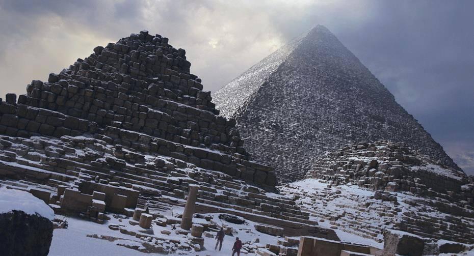 الإهرامات مغطاة بالثلوج بعد العاصفة ألكيسا