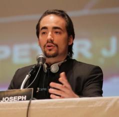 بيتر جوزف. يجب الإشارة إلى أن بيتر جوزف وجاك فريسكو انفصلا في أبريل 2011 وانشقّت الحركة إلى قسمين.