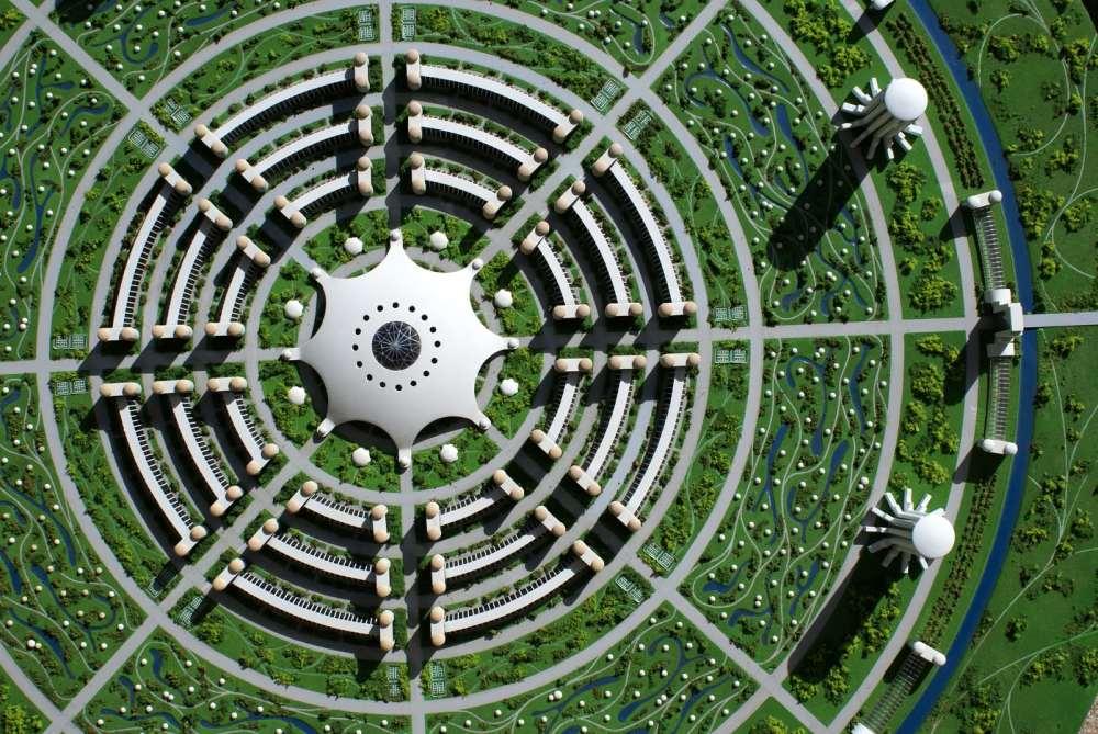 نموذج للمدينة الفاضلة التي يحكمها الحاسوب المركزي في المنتصف، في أدبيات واقتراحات حركة زايتجايست