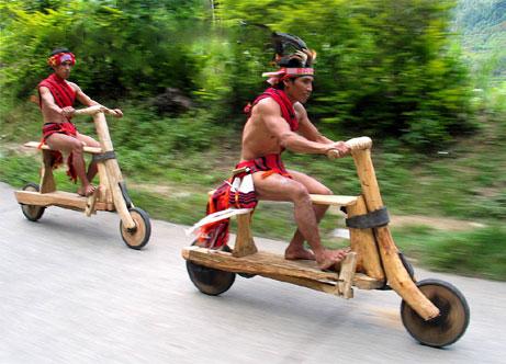 التنقل على دراجات من العصر الحجري أكثر متعة :p