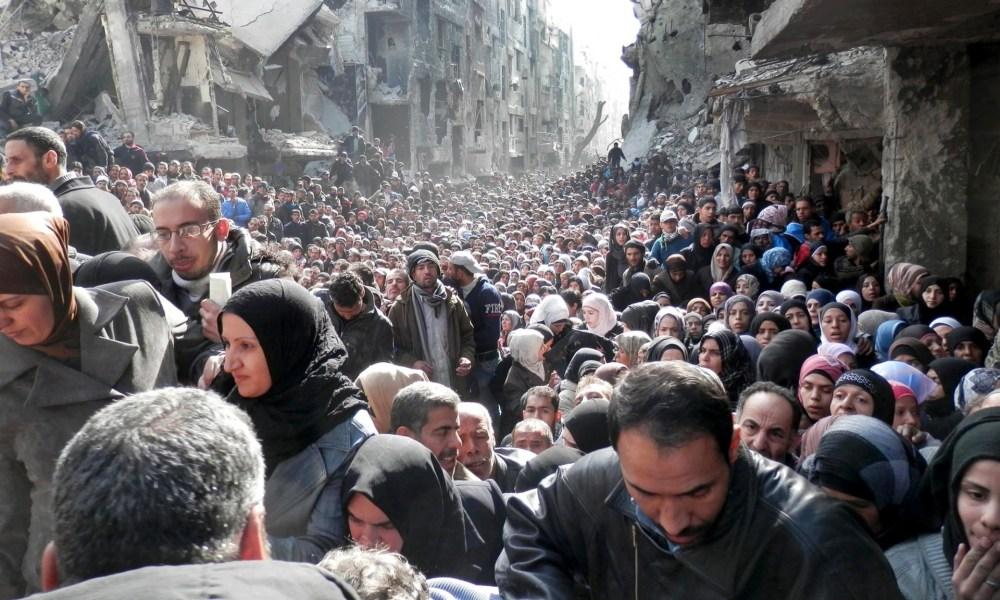 هذه الصورة ليست مشهداً من فيلم عن نهاية العالم، بل صورة من مخيم اليرموك في سوريا.